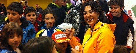 MJ firmando